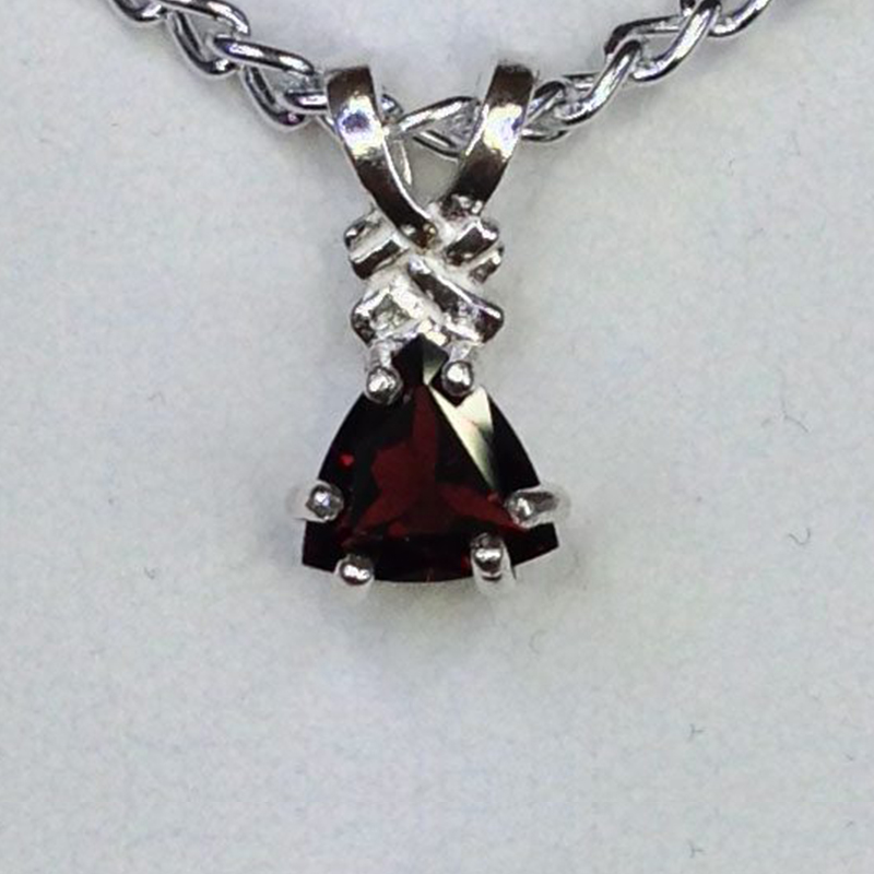 castle-rocks-and-jewelry_5121-pyrope-garnet-trillion-sterling-pendant-1