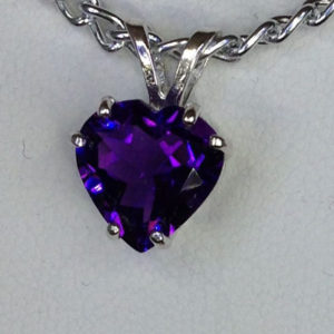 castle-rocks-and-jewelry_5132a-amethyst-heart-sterling-pendant